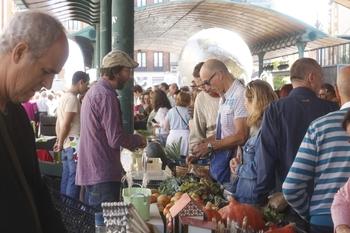 Acuerdo para mantener el Ecomercado de la plaza de España