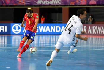 Chino marca en la remontada de España