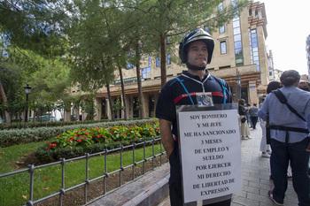 Protesta por no poder ejercer su libertad de expresión