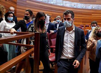 El PSOE se sitúa frente a Moncloa en la orden del lobo