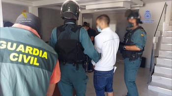 Guardia Civil y Policía imputan 22 robos a la banda del BMW