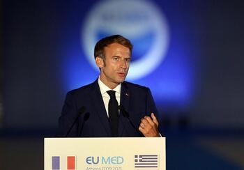 Francia eleva el tono contra EEUU por su contrato con Australia