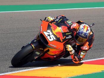 Raúl Fernández mete presión a Gardner en Moto2