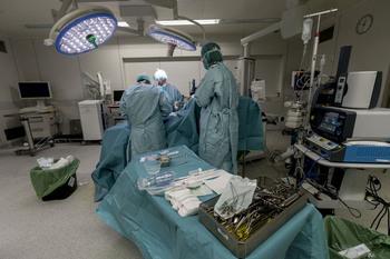 El HUBU tiene 8 quirófanos cerrados por vacaciones y bajas