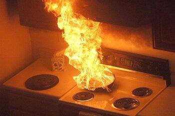 Dos intoxicadas por humo al quemarse una sartén