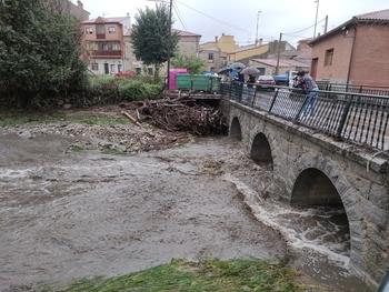 El río se desborda en Burgohondo y anega dos sótanos