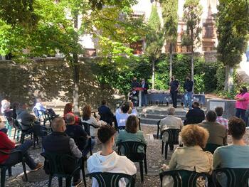 Ayuntamiento y Peñas reconocen a los fallecidos mateos