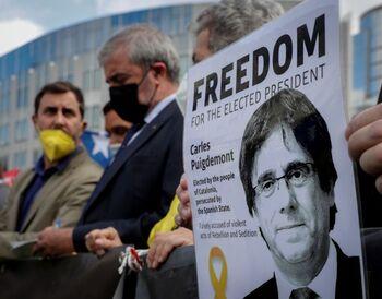 Puigdemont queda en libertad