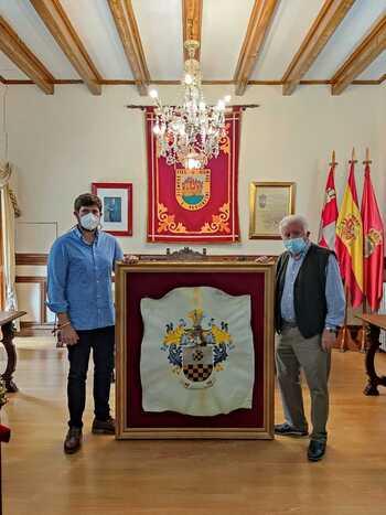 Donado a Arenas un escudo de armas de Don Álvaro de Luna
