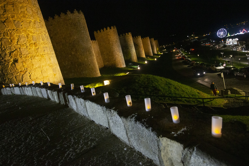 Afávila ilumina la muralla